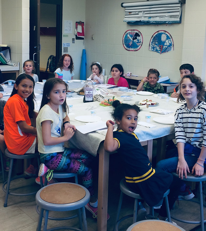 young students in art class at Kadmiah Academy